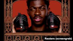 نائیکی کے مطابق ایم ایس سی ایچ ایف کی جانب سے پیش کیے جانے والے 'شیطان کے جوتوں' کی وجہ سے عوامی ردِ عمل کا سامنا کرنا پڑا اور کئی صارفین نے اس کی مصنوعات کا بائیکاٹ کرنے کی رائے بھی ظاہر کی۔ (فائل فوٹو)