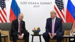 일본 오사카에서 주요20개국(G20) 정상회의가 열린 가운데 도널드 트럼프 미국 대통령과 블라디미르 푸틴 러시아 대통령이 28일 양자회담을 열었다.