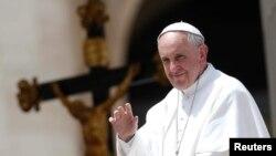 El Papa Francisco pide a los obispos colaboren con la comisión y no ocultar casos de pederastas.