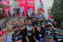 """Группа бывших военных ворвалась в здание МИД Ливана, объявив его """"штаб-квартирой революции"""""""