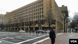 华盛顿市内的联邦调查局总部大楼(美国之音王南拍摄)