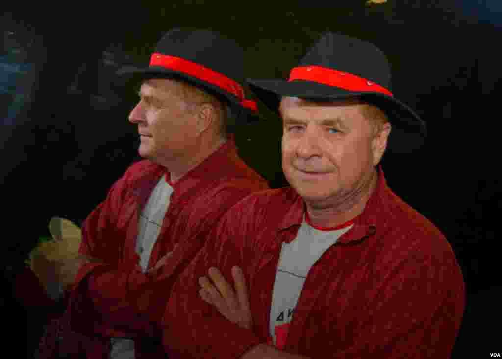 Председатель жюри поэт и композитор Григорий Гладков