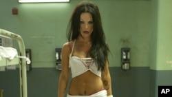 """La actríz mexicana, Kate del Castillo, se transformó en un transexual al que interpreta en la película """"K-11""""."""
