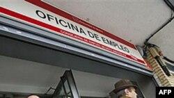 Moody's İspanya Bankalarının Notunu Düşürdü