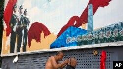 北京街头的宣传板宣扬保卫祖国(2016年7月27日)