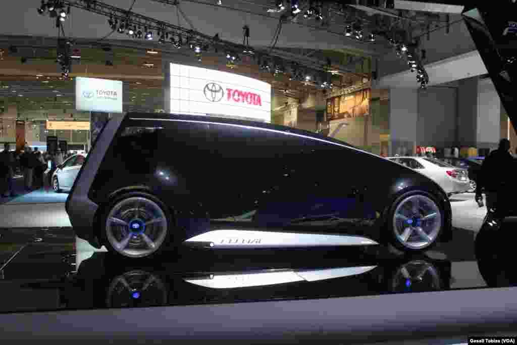 El Toyota Fun Vii, es uno de los automóviles que más sorprenden en esta feria de motores en Washington. El vehículo es todavía un concepto, pero la automotriz asegura que podría estar en el mercado en unos cinco años.