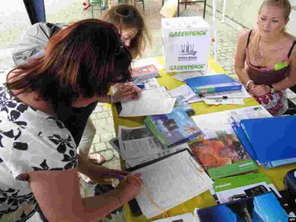 Подписи под обращением в ЮНЕСКО в защиту Байкала