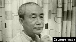 """Nhà văn Nguyễn Quang Lập bị bắt tại nhà riêng ở TP HCM hôm 6/12. Bộ Công an cho biết """"đã bắt quả tang, ra lệnh khám xét khẩn cấp và tạm giữ hình sự"""" đối với ông Lập."""