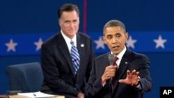 Tổng thống Obama và ứng cử viên đảng Cộng hòa Mitt Romney trong cuộc tranh luận tại đại học Hofstra tại Hempstead, New York, ngày 16/10/2012