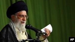 Pemimpin Tertinggi Iran Ayatollah Ali Khamenei hari Senin (15/9) menolak permintaan AS untuk ikut melawan ISIS.