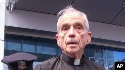 Linh mục Daniel Berrigan.