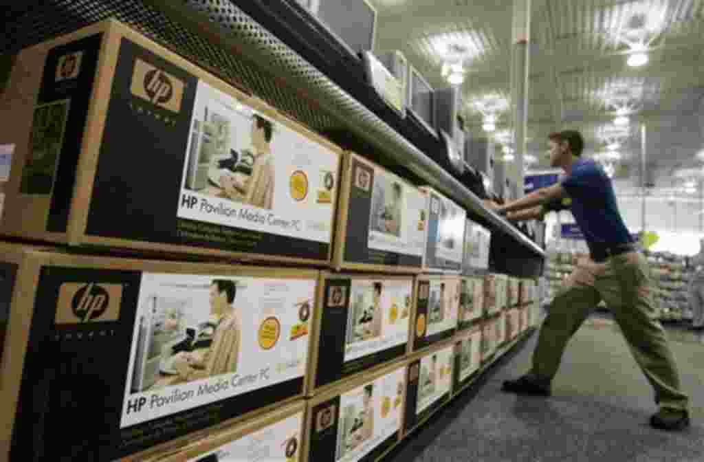 Exhibición de Hewlett Packard de escritorio en una tienda Best Buy en Mountain View. El mayor fabricante mundial de PC Hewlett-Packard (HP) anunció que la empresa dependerá de los Tablet PC y Smartphones.