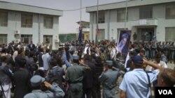 Upacara serah-terima tanggung jawab keamanan dari pasukan internasional kepada pasukan Afghanistan di Bamiyan, sebelah barat Kabul, Afghanistan (17/7).