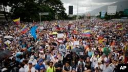 수도 카라카스를 휩쓴 시위대 행렬