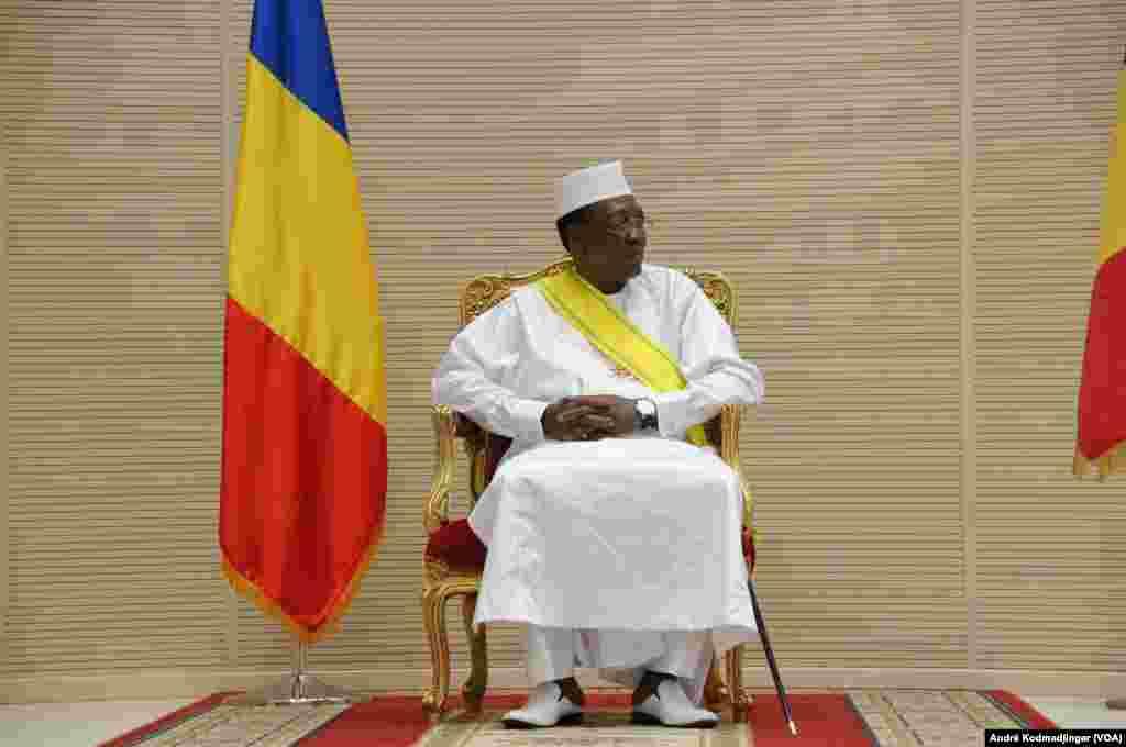 Le président tchadien Idriss Deby Itno lors de son investiture, au Tchad, le 10 août 2016 (VOA/André Kodmadjingar)