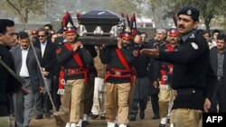 Varrimi i guvernatorit të vrarë të Punjabit, nën masa të rrepta sigurie