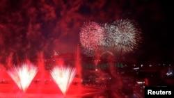 焰火点燃2018年平昌冬季奥运会的夜空(2018年2月9日)