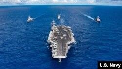 Hàng không mẫu hạm USS Carl Vinson là chiến hạm đầu tiên của Mỹ tới Việt Nam kể từ khi chiến tranh kết thúc. Bộ Quốc phòng Mỹ cho biết có thể sẽ có một chiến hạm thứ hai tới Việt Nam trong năm nay.