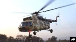 Một chiếc máy bay trực thăng MI-17 do Nga chế tạo hạ cánh tại Islamabad, Pakistan.