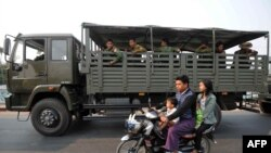 ျမိဳ့တြင္းလံုျခံဳေရး ကင္းလွည့္ေနတဲ့ စစ္ကားတစီး (ဓာတ္ပံု - AFP)