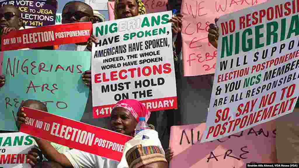 Protesters rally against a delay of the February 14 presidential elections, Abuja, Nigeria, Feb. 5, 2015.