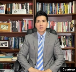 美国休士顿大学东亚政治学系副教授李坚强