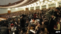 采访中国人大会议的中外记者