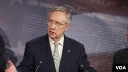Pemimpin mayoritas Senat AS, Harry Reid memberikan keterangan pers di gedung Kongres AS.