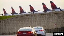 Atlanta, Georgia'da salgın sürecinde uçuşların iptal edilmesi nedeniyle park halinde bekletilen uçaklar