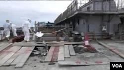 Para pekerja TEPCO di PLTN Fukushima yang rusak (17/5). Pakar IAEA mengatakan, perancang PLTN harus melakukan usaha yang lebih besar untuk mengantisipasi bencana alam.