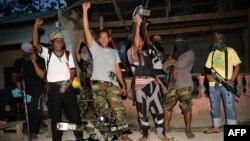 Beberapa anggota pemberontak Bangsamoro Islam (BIFF) setelah wawancara dengan media di Maguindanao, Filipina selatan tahun lalu (foto: dok).