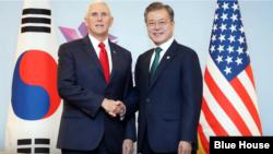 美國副總統彭斯週四在新加波期間和南韓總統文在寅舉行了會面。