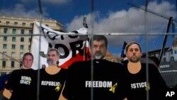 Портрети заарештованих каталонських політиків на демонстрації протесту в Барселоні 18 лютого 2018 р.