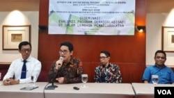 Koordinator Program DASPR (Divisi Riset Ilmu Prikologi Terapan) Daya Makara Universitas Indonesia Faisal Magrie menjelaskan hasil penelitiannya tentang radikalisasi di lembaga pemasyarakatan, Kamis (8/2). (VOA/Fathiyah)
