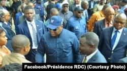 Président Félix Tshisekedi (C) na campus ya Université ya Kinshasa, 13 février 2020. (Facebook/Présidence RDC)