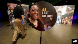 Des personnes en recherche d'emploi sont à un marché de l'emploi à Dallas, le 19 mai.