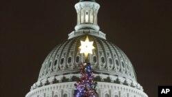 A àrvore de Natal, em frente ao edifício do Capitólio, na capital americana