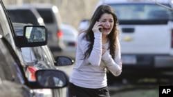 Las escenas de pánico y dolor son la constante en el pequeño pueblo de Newtown, Connecticut.