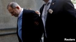 Harvey Weinstein llega a la corte penal de Manhattan en Nueva York, el día que fue presentado de cargos. Mayo 25 de 2018.
