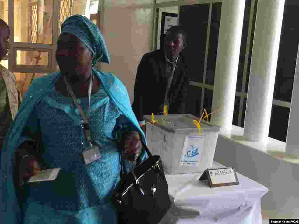 Peu d'affluence dans les bureaux de vote nigériens pour le second tour de la présidentielle du 20 mars 2016.