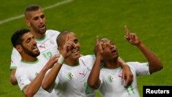 Des joueurs d'Algérie célébrant un but à Porto Alegre, Brésil, le 22 juin 2014
