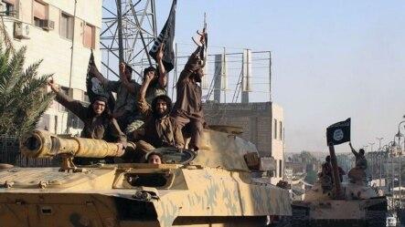 Chiến binh Nhà nước Hồi giáo diễu hành tại Raqqa, Syria (ảnh tư liệu).