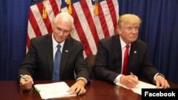 Donald Trump (kanan) dan Cawapres Partai Republik, Mike Pence (foto: dok).