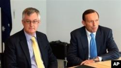即將就任的澳大利亞總理艾伯特 (左)與財政部長會面