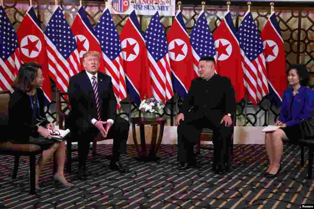 美國總統特朗普與北韓領導人金正恩在舉行第二次峰會前合照。