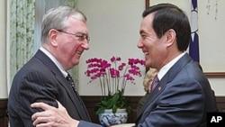 台灣總統馬英九接見來訪的美中經濟与安全審議委員會成員
