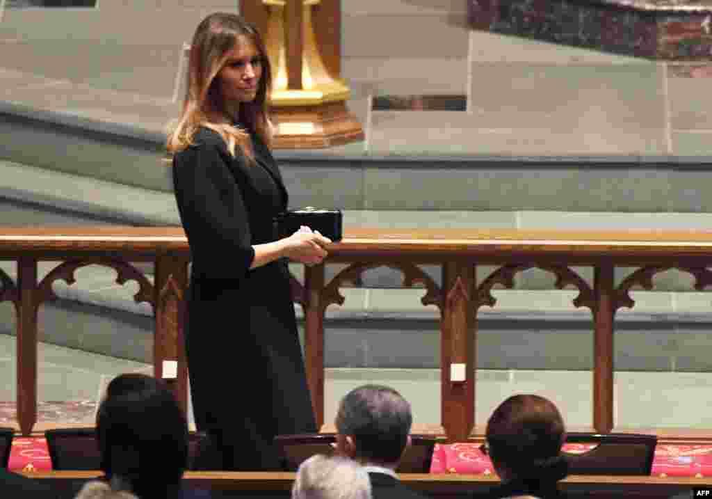 La première dame des Etats-Unis, Melania Trump, arrive aux funérailles de l'ancienne première dame Barbara Bush à l'église épiscopale de St. Martin à Houston, au Texas, le 21 avril 2018.