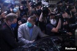 香港蘋果日報創始人黎智英週三獲保釋離開警局。(2020年8月12日)
