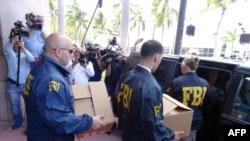 Agentes do FBI na sede da CONCACAF na Flórida.