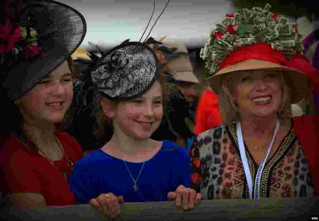 Три шляпки